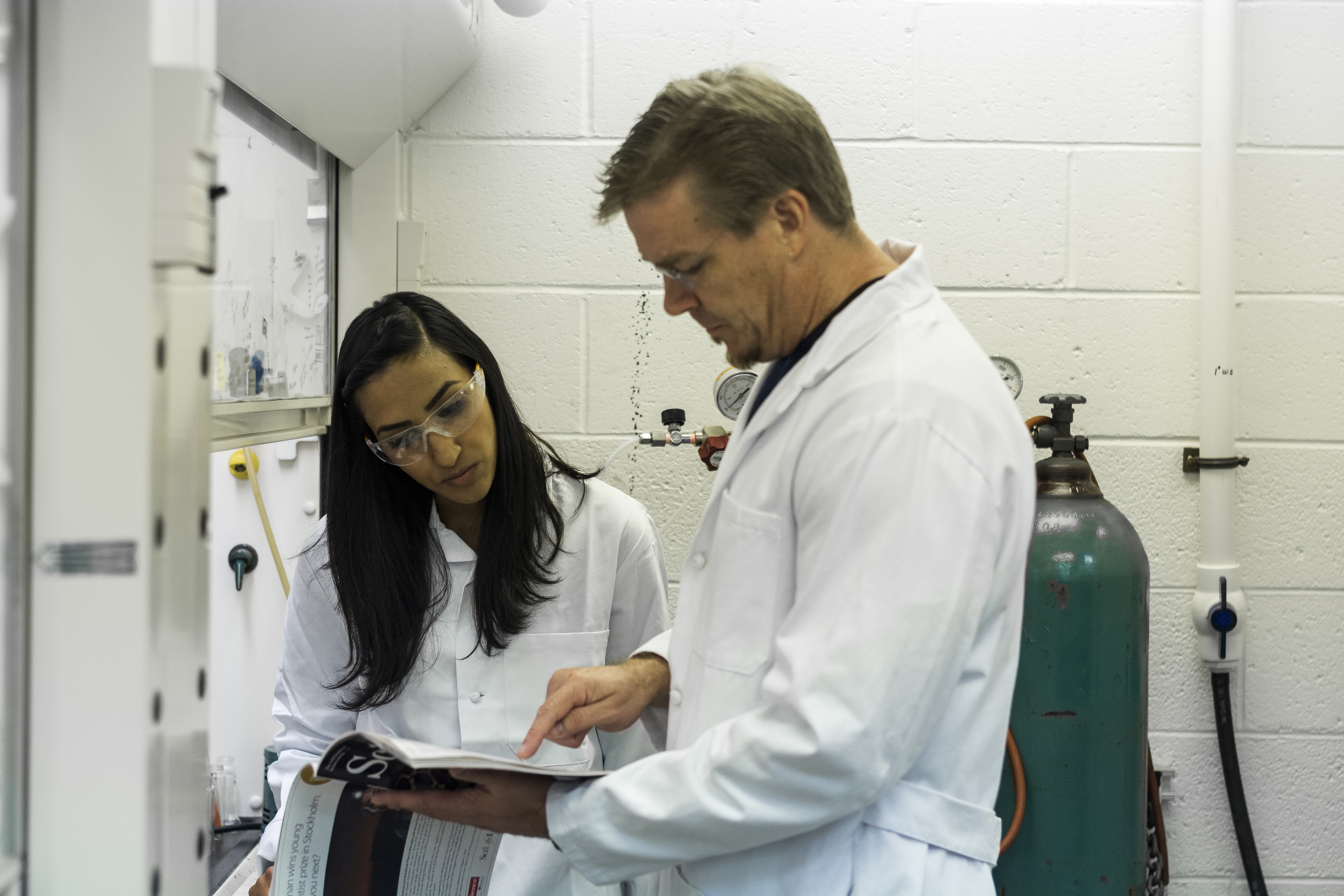 Bob and Niki discuss an interesting article in Science in the lab.